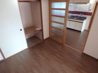 洋室4.5帖からキッチン