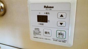 お風呂に入りながら温度調節が可能です。