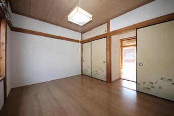 2階の北側の洋室です