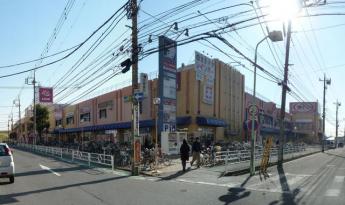 カスミフードスクエア三郷駅前店まで520m