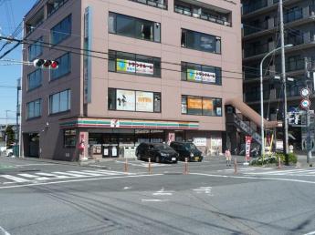セブンイレブン三郷駅南店まで370m