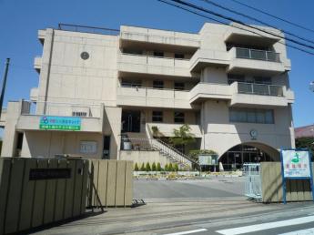 三郷市立早稲田小学校まで590m