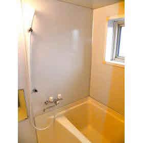 広々とした浴室。